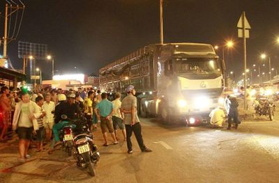 Tai nạn giao thông nghiêm trọng tại ngã tư An Sương, 2 người tử vong tại chỗ - ảnh 1