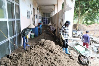 Cận cảnh bệnh viện bỏ hoang được sửa chữa thành khu cách ly Covid-19 - ảnh 1