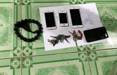 Vụ 3 người thương vong trong chùa: Hé lộ nguyên nhân nghi phạm vứt điện thoại xuống nước - ảnh 1