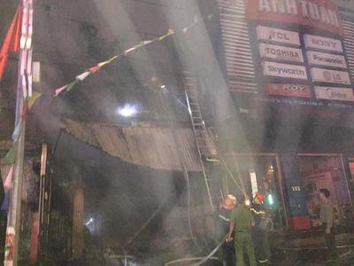 Vụ cháy nhà, 2 ông cháu tử vong ở Hà Tĩnh: Người đàn ông 63 tuổi phá rào sắt cứu 9 người thoát chết - ảnh 1