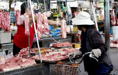 Giá thịt lợn vẫn cao: Bộ NN&PTNT đề nghị các địa phương vào cuộc - ảnh 1