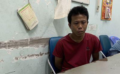 Gã đàn ông dùng xà beng khoét tường tiệm vàng, trộm 200 đôi bông tai sa lưới - ảnh 1