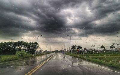 Tin tức dự báo thời tiết mới nhất hôm nay 12/7: Hà Nội ban ngày trời nắng, chiều tối có mưa dông - ảnh 1
