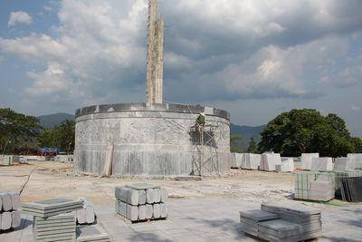 Vụ huyện nghèo ở Bình Định xây dựng tượng đài 48 tỷ đồng: Chủ tịch huyện nói gì? - ảnh 1