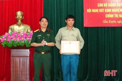 Cứu nữ sinh nhảy cầu tự tử, xã đội phó ở Hà Tĩnh nhận bằng khen - ảnh 1