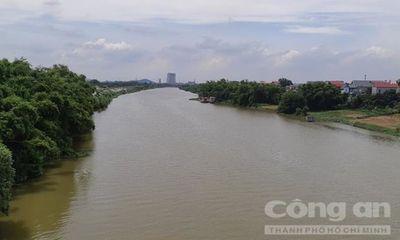 Vụ thi thể 3 mẹ con nổi trên sông: Người chồng liên tục gào khóc gọi tên vợ, con - ảnh 1