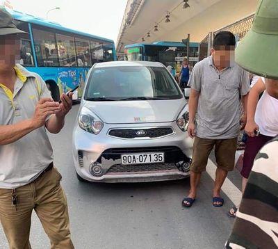 Vụ CSGT bị ô tô kéo lê hàng chục mét ở Hà Nội: Hé lộ danh tính tài xế - ảnh 1