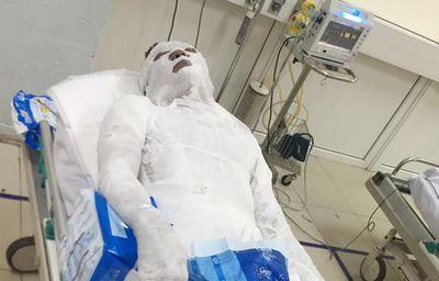 Vụ người đàn ông bị đổ xăng đốt ở Nghệ An: Vợ nạn nhân tiết lộ sốc - ảnh 1