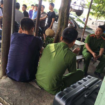 Công an dùng flycam truy tìm 2 nghi can cướp taxi táo tợn - ảnh 1