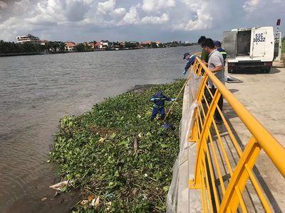 Một ngày phát hiện 2 thi thể đang phân hủy trôi trên sông Sài Gòn - ảnh 1