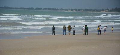 Vụ đuối nước tập thể ở Bình Thuận: Tìm thấy thi thể 2 người mất tích - ảnh 1