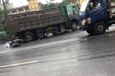 Xe máy va chạm ô tô tải, 2 du khách người nước ngoài thương vong - ảnh 1