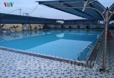 Đi bể bơi cùng 5 người bạn, bé trai 11 tuổi đuối nước tử vong - ảnh 1