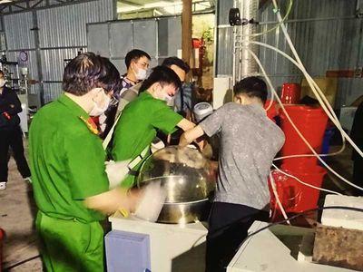 """Phá xưởng sản xuất ma túy """"khủng"""" ở Kon Tum: Tiết lộ """"ông trùm"""" bí ẩn người Trung Quốc - ảnh 1"""