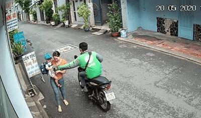 Clip cướp mặc áo GrabBike giật điện thoại nhanh như chớp: Lộ danh tính nghi phạm - ảnh 1