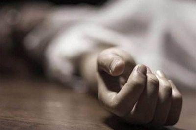 Điều tra vụ vợ bị đâm 11 nhát gục bên lề đường, chồng nghi uống thuốc diệt cỏ tự tử - ảnh 1