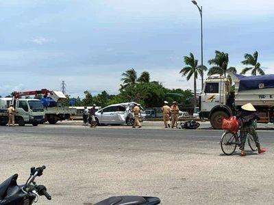 Tin tai nạn giao thông mới nhất ngày 1/7/2020: Bị bánh xe tải chèn qua người, nam thanh niên tử vong thương tâm - ảnh 1
