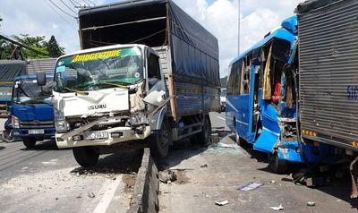 """Vụ 6 xe khách, ô tô tải tông """"dồn cục"""" ở TP. HCM: Lời kể hoảng loạn của nhân chứng - ảnh 1"""