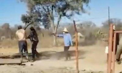 Phàn nàn về lương, 2 công nhân ở Zimbabwe bị ông chủ Trung Quốc nổ súng bắn - ảnh 1