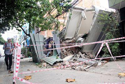 Nguyên nhân khiến 2 ngôi nhà ở Sài Gòn đổ sập hoàn toàn - ảnh 1