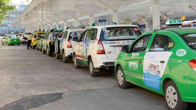 """Thừa nhận """"đuối thế"""" trước Grab, một doanh nghiệp Việt rút khỏi ngành taxi - ảnh 1"""