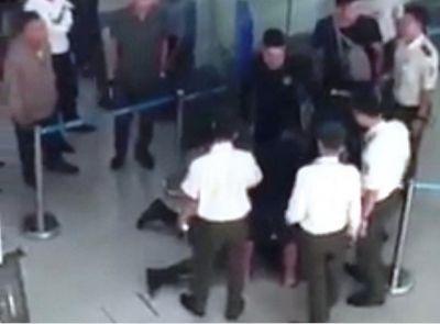 Vụ hành hung nữ nhân viên hàng không: Khởi tố 3 bị can - ảnh 1