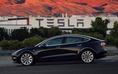 Giám đốc điều hành cấp cao của Tesla đệ đơn từ chức - ảnh 1