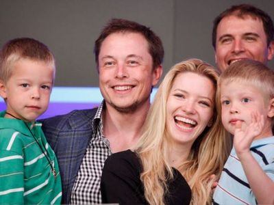 """Kỹ sư thiên tài Elon Musk đã xây """"núi tiền khổng lồ"""" trong suốt 20 năm ra sao? - ảnh 1"""