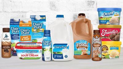 Người Mỹ ngày càng ít dùng sữa bò, nhà sản xuất sữa lớn nhất nước này đệ đơn xin phá sản - ảnh 1