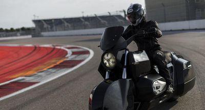 Nga bắt đầu thử nghiệm xe mô tô siêu ngầu Kortezh chạy hoàn toàn bằng điện - ảnh 1