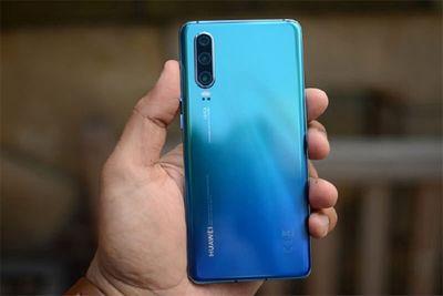 """Giữa """"tâm bão"""" căng thẳng, giá điện thoại Huawei P30 đã qua sử dụng """"mất giá"""" tới 90% - ảnh 1"""
