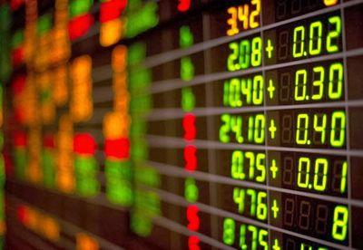 Lập hàng chục tài khoản để thao túng giá cổ phiếu, hai cá nhân bị phạt hơn 1 tỷ đồng - ảnh 1
