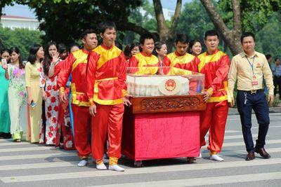 Cận cảnh cặp bánh trung thu nặng 3 tạ vừa xác lập kỷ lục Việt Nam - ảnh 1