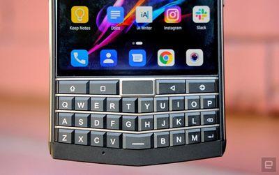 """Tin tức công nghệ mới nóng nhất hôm nay 6/8: Lộ diện """"bản sao"""" của BlackBerry Passport - ảnh 1"""