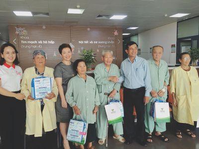 Niềm vui bất ngờ đến trong bệnh viện Lão khoa Trung ương dịp Tết Trung thu - ảnh 1