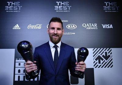 Vượt mặt Cristiano Ronaldo, siêu sao Lionel Messi giành giải thưởng Cầu thủ xuất sắc nhất năm - ảnh 1