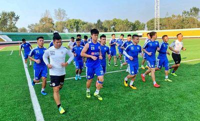 CLB Hà Nội làm quen sân cỏ nhân tạo tại Triều Tiên - ảnh 1