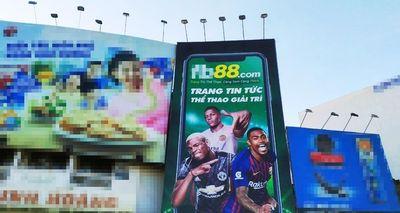 Cá độ công khai quảng cáo trên đường phố TP.HCM: Cần mạnh tay truy xét, xử lý nghiêm kẻ ngang nhiên làm càn - ảnh 1