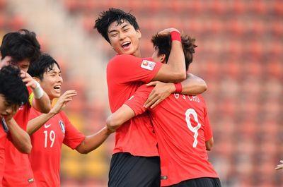 """Siêu phẩm """"quả chuối"""" ở phút bù giờ đưa Hàn Quốc vào bán kết U23 châu Á - ảnh 1"""