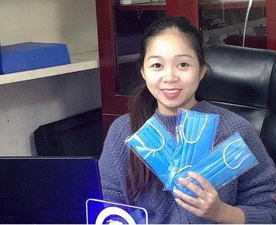 Hà Nội: Một phụ huynh may 10.000 khẩu trang tặng miễn phí cho mọi người để phòng dịch - ảnh 1