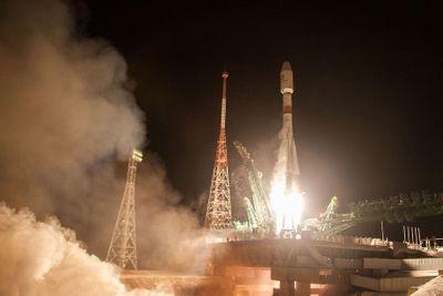 Tên lửa Nga cùng lúc phóng thành công 34 vệ tinh lên quỹ đạo - ảnh 1