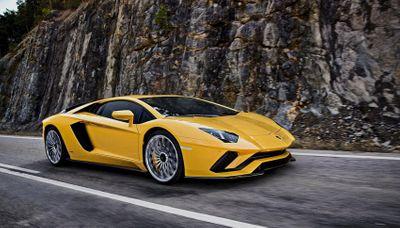 """Bảng giá xe Lamborghini mới nhất tháng 4/2020: """"Ông hoàng"""" Lamborghini Aventador SVJ giữ giá khoảng 60 tỷ đồng - ảnh 1"""