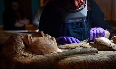 Phát hiện một số bức vẽ 3.000 năm tuổi trong quan tài chứa xác ướp của nữ tu sĩ - ảnh 1