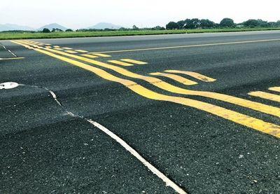 Sửa đường băng sân bay, hành khách phải đến sớm 2 tiếng trước giờ khởi hành - ảnh 1