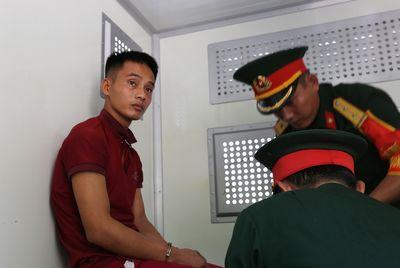 Trao giấy khen cho 3 người dân giúp cảnh sát bắt phạm nhân vượt ngục Triệu Quân Sự - ảnh 1