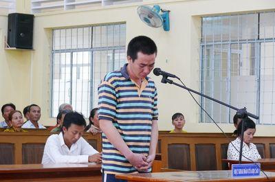 Dùng xăng đốt vợ trong phòng trọ, người chồng lĩnh 15 năm tù - ảnh 1