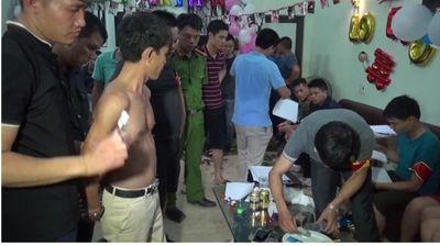 """Thái Bình: Đột kích trang trại, phát hiện 50 """"dân chơi"""" đang phê ma túy - ảnh 1"""
