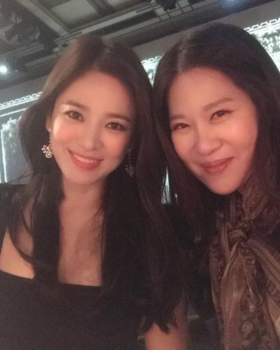 Khoảnh khắc đẹp mê mẩn của Song Hye Kyo tại sự kiện sau ồn ảo ly hôn  - ảnh 1