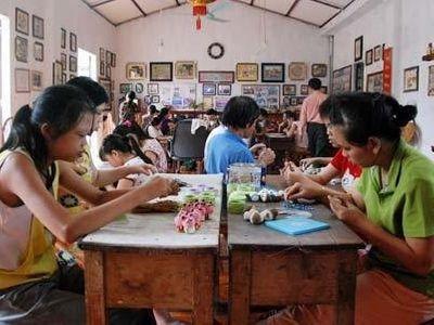 Ngưỡng mộ người phụ nữ nghèo bán đất mở trung tâm dậy nghề từ thiện - ảnh 1