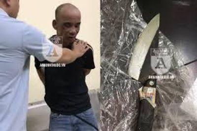 Bắt giữ người đàn ông cầm dao bầu tấn công cảnh sát 141  - ảnh 1